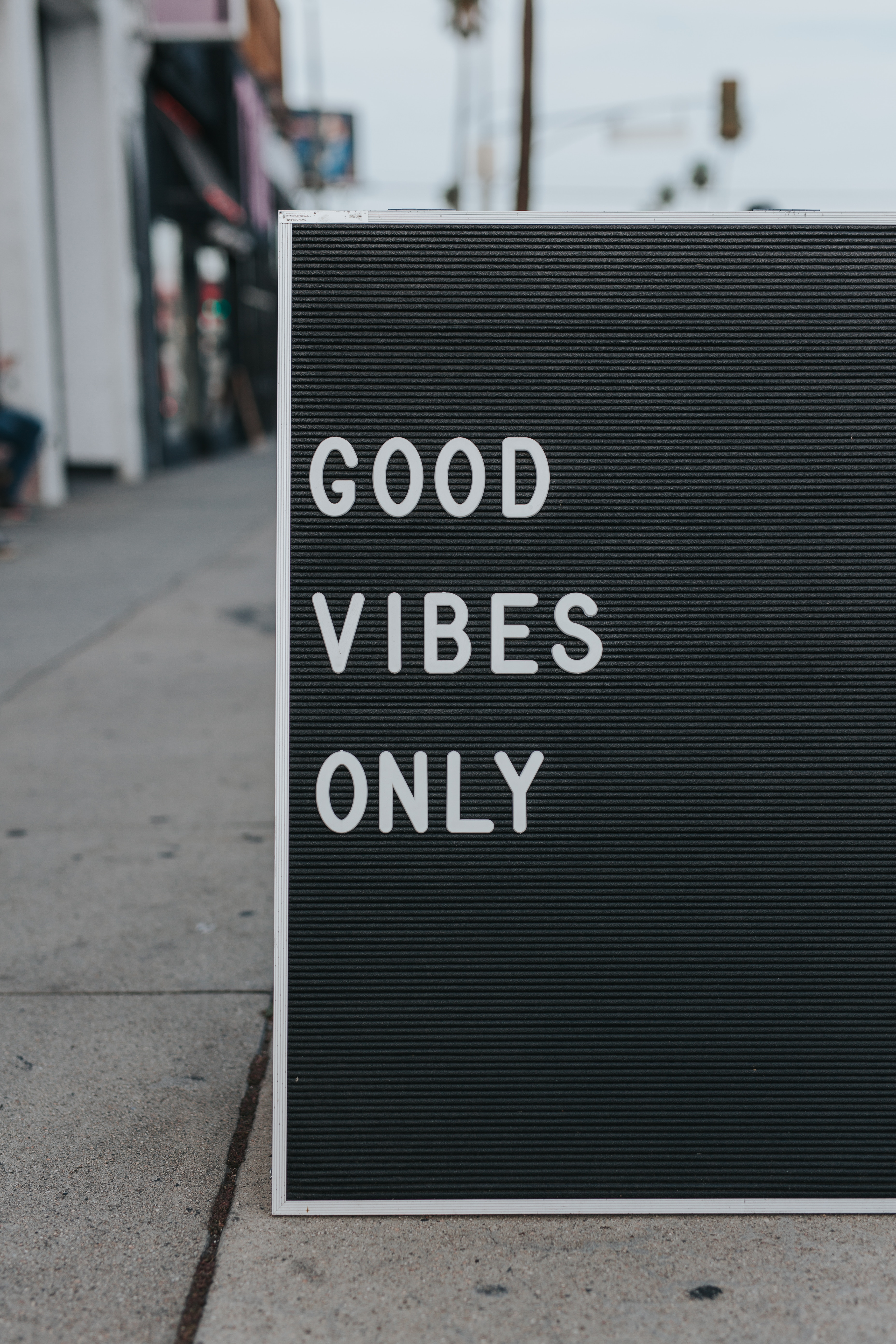 Board saying Good Vibes Only